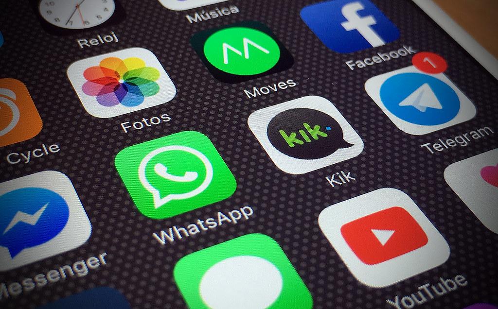 Grapperhaus wil dat justitie toegang tot versleutelde chatberichten krijgt