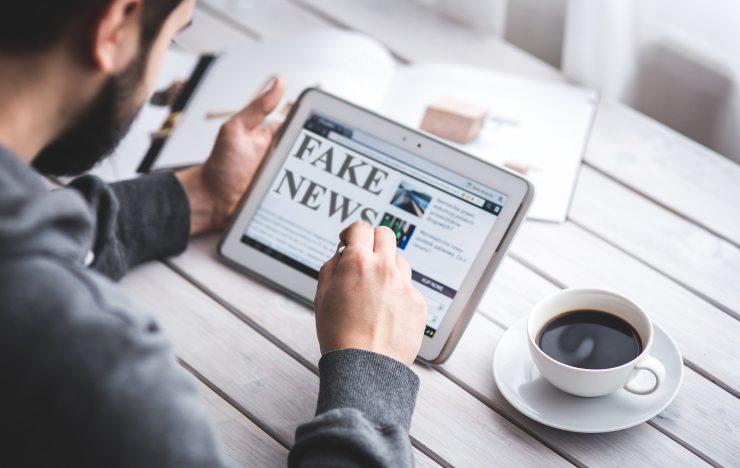 Europese Commissie: digitale platforms moeten nepnieuws onderdrukken
